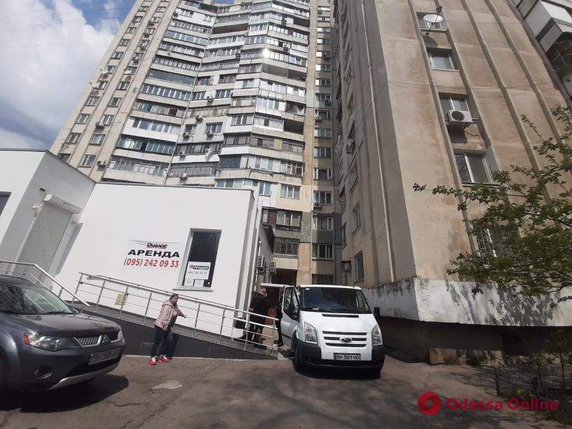 Выпавший с балкона многоэтажки на Заболотного мужчина оказался депутатом