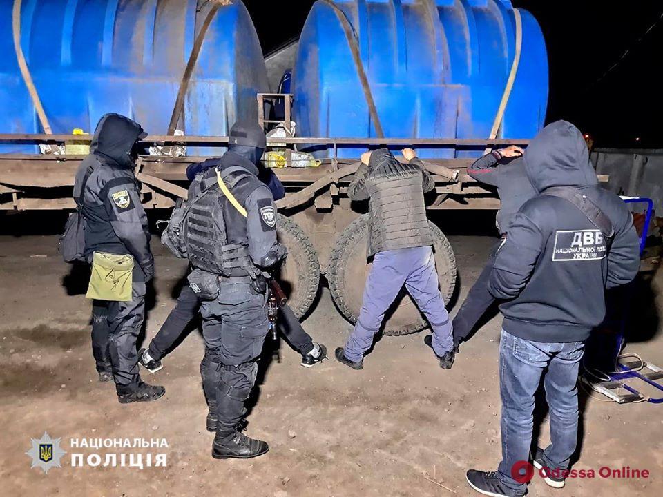 Пытались украсть партию пестицидов: под Одессой поймали группу воров