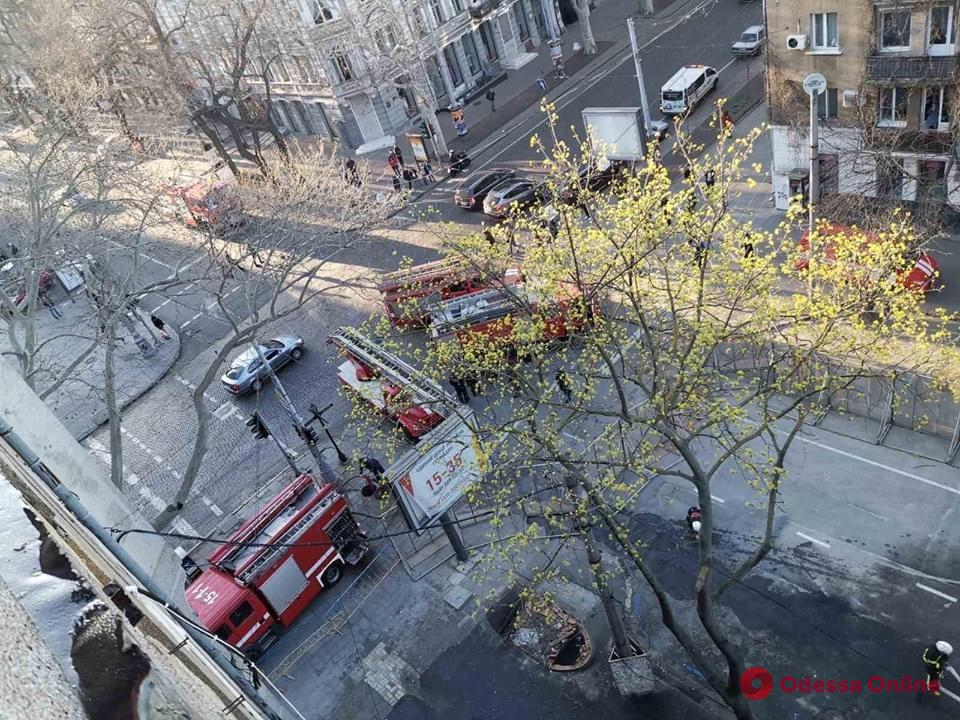 В сгоревшем здании колледжа на Троицкой произошел пожар (обновлено)
