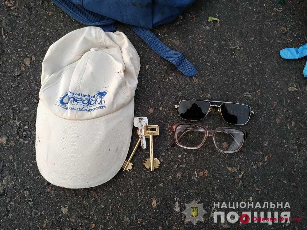 На трассе Киев—Одесса грузовик насмерть сбил пешехода: полиция ищет его родственников