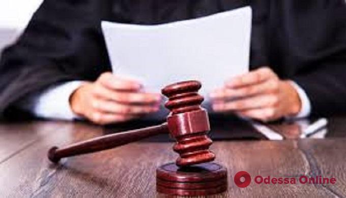 Выстрелил в жену из ружья: суд закрыл дело одесского адвоката