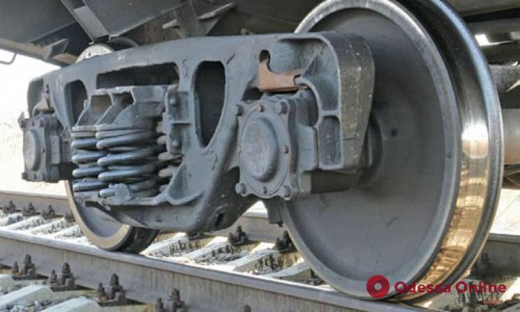 На Одесской железной дороге тепловоз врезался в автомобиль, который пытался перед ним «проскочить»