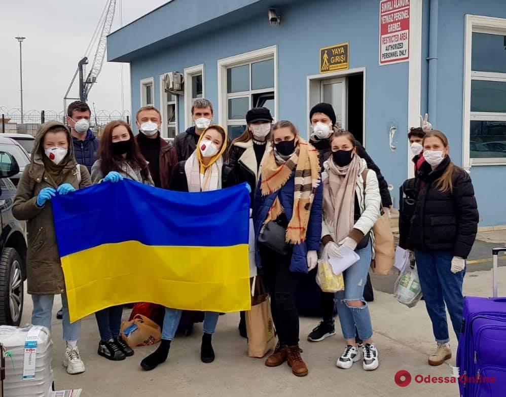 Прибывших в Черноморск на пароме из Турции украинцев отправили на обсервацию