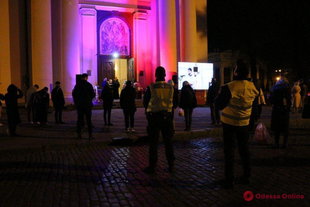 В Одессе начались Пасхальные богослужения (фото, видео)