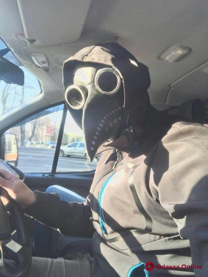 Карантинная мода: одесситы в нескучных масках (фоторепортаж)