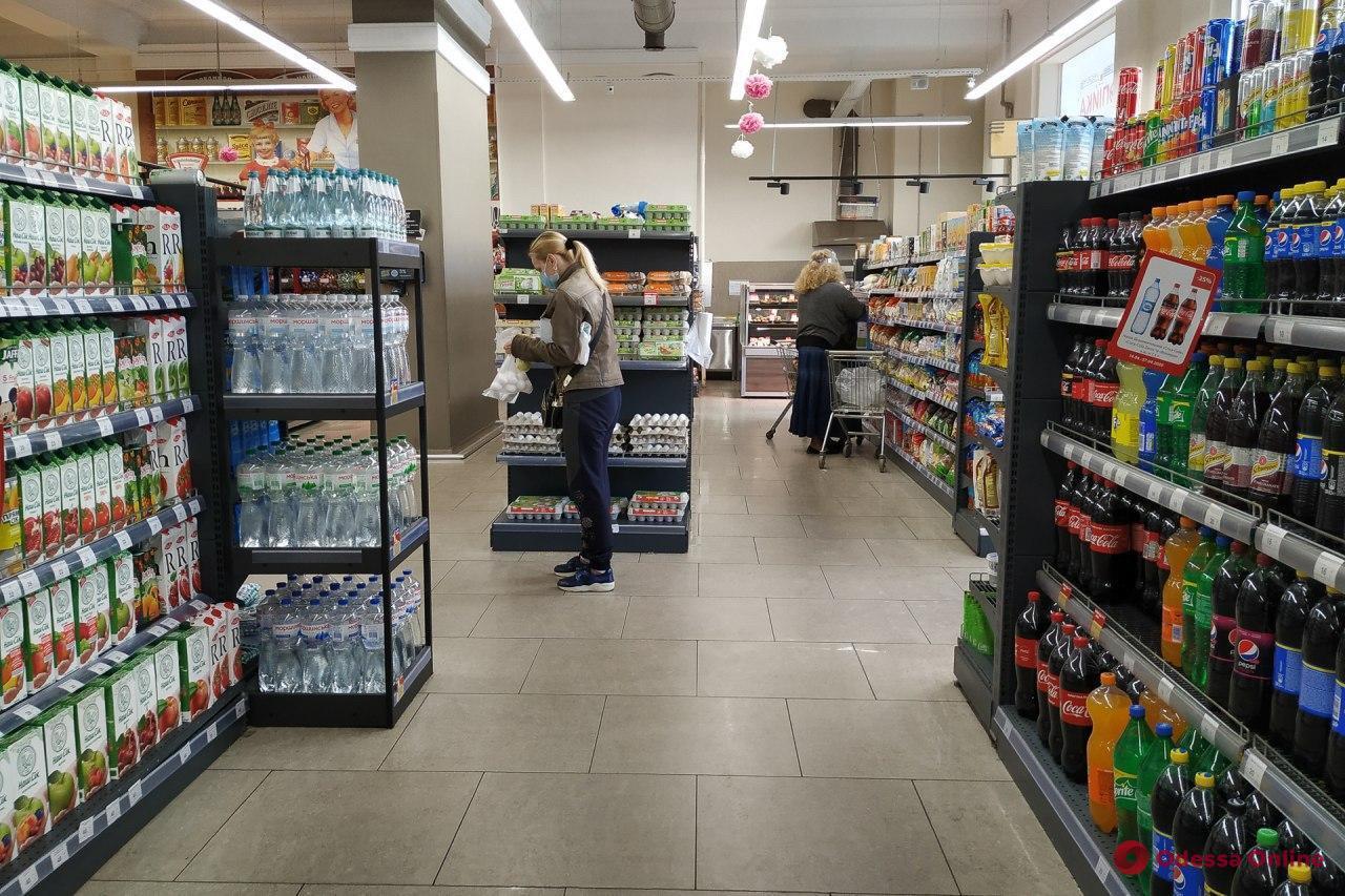 В Минздраве заявили, что не запрещают продавать во время локдауна повседневные товары