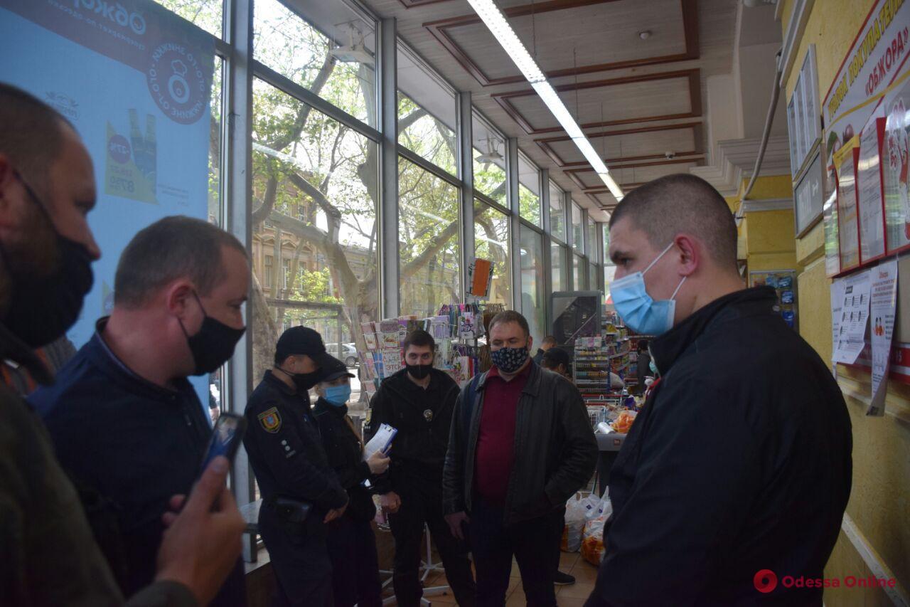 В Одессе активисты на несколько часов заблокировали работу супермаркета