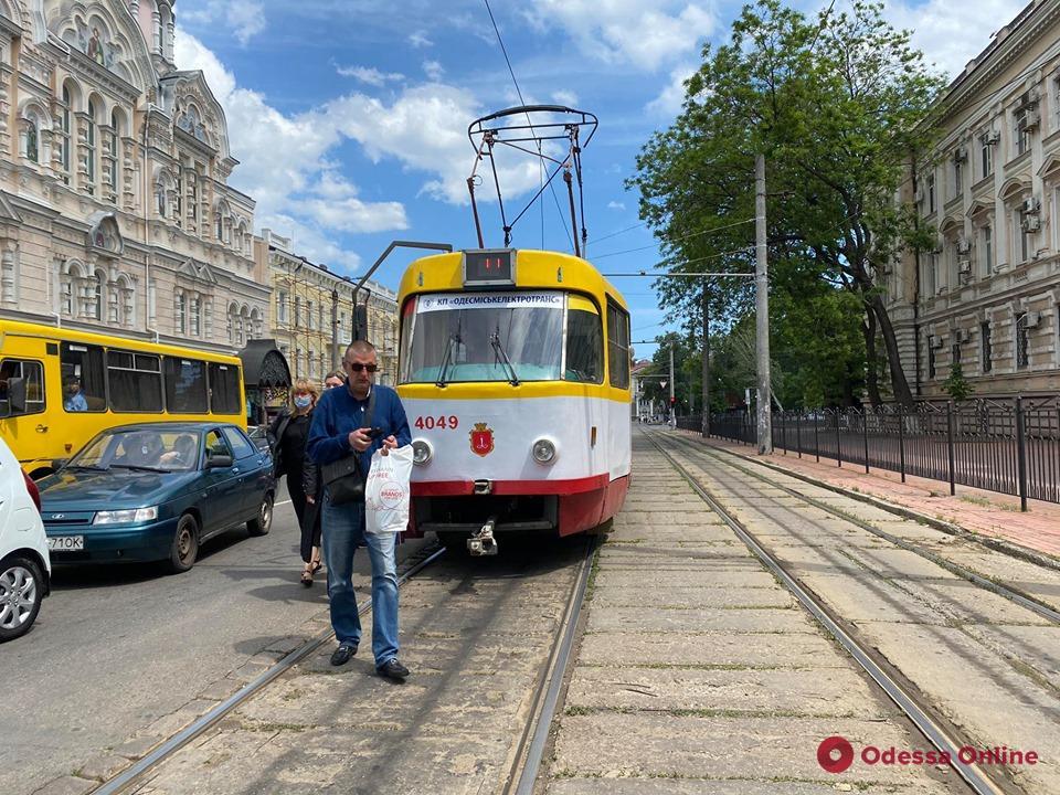 В Одессе у Привоза парализовано движение трамваев