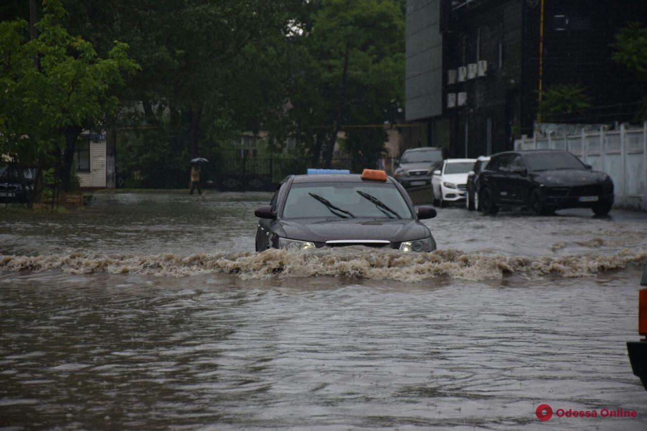 Непогода в Одессе будет продолжаться и дальше