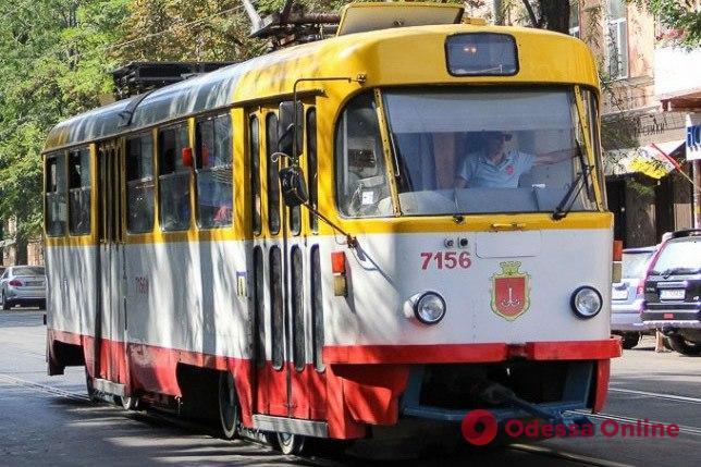 На Фонтане трамвай на ходу «потерял» колесо