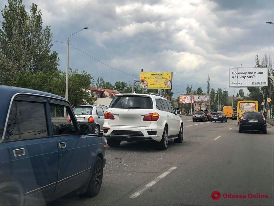 На Николаевской дороге «ВАЗ» въехал в Mercedes