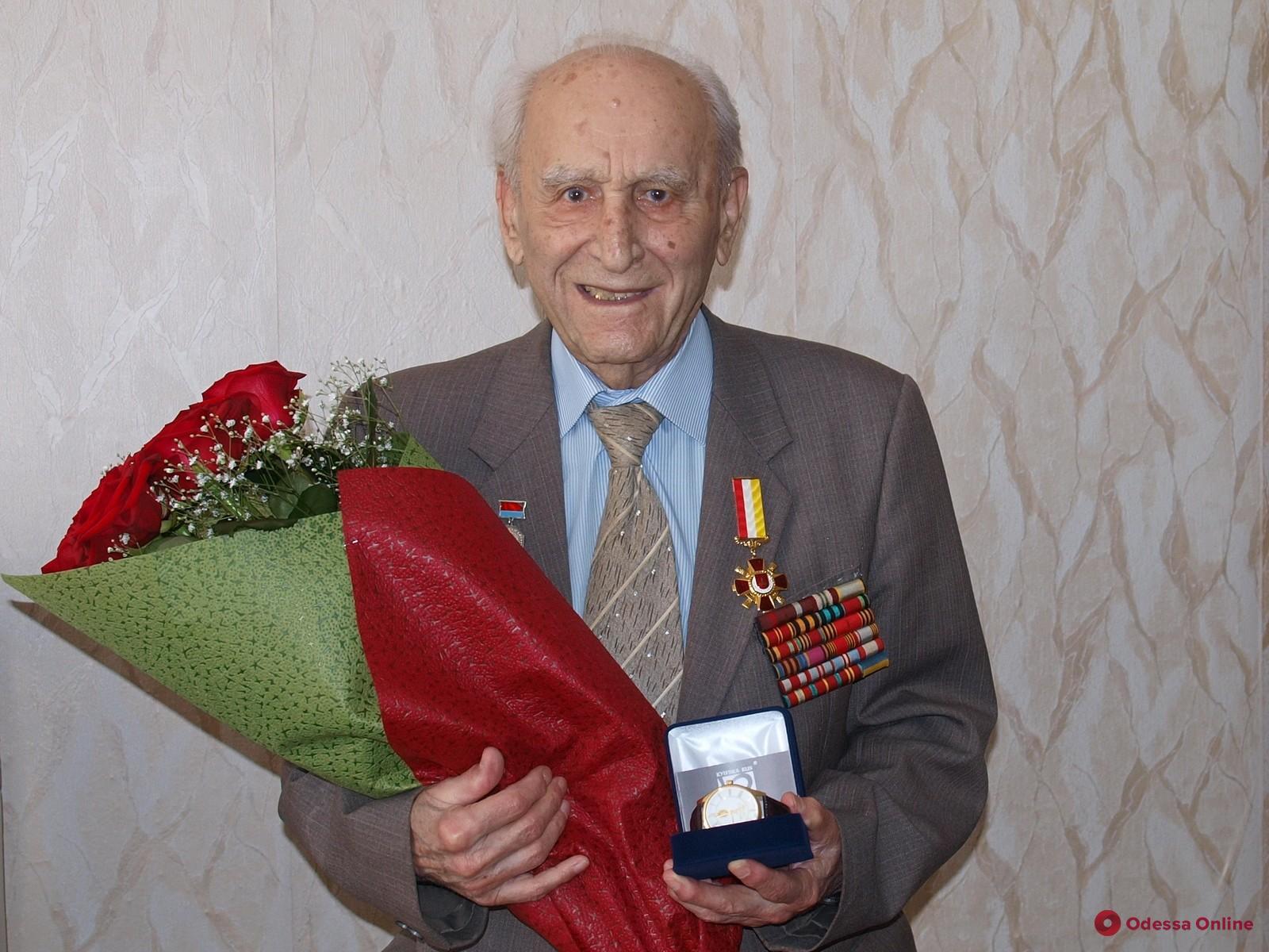 Выдающемуся одесскому врачу исполнилось 102 года