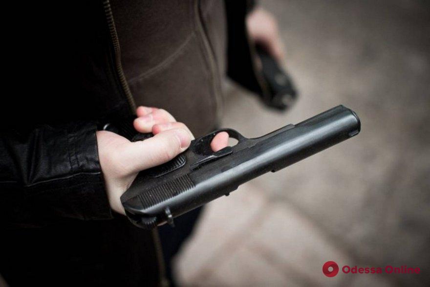 Рано утром в супермаркет на Черемушках явился вооруженный пистолетом покупатель