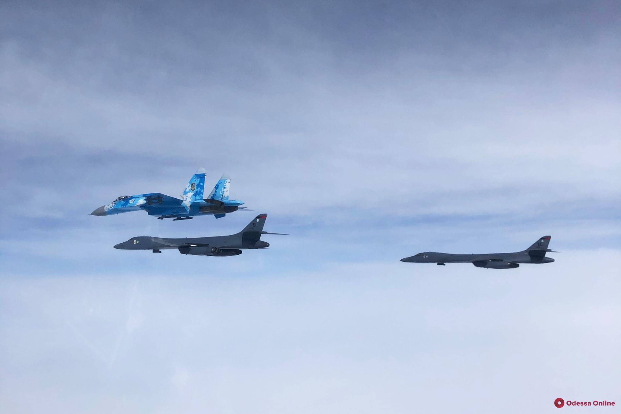 Над Одессой пролетели бомбардировщики США (видео)