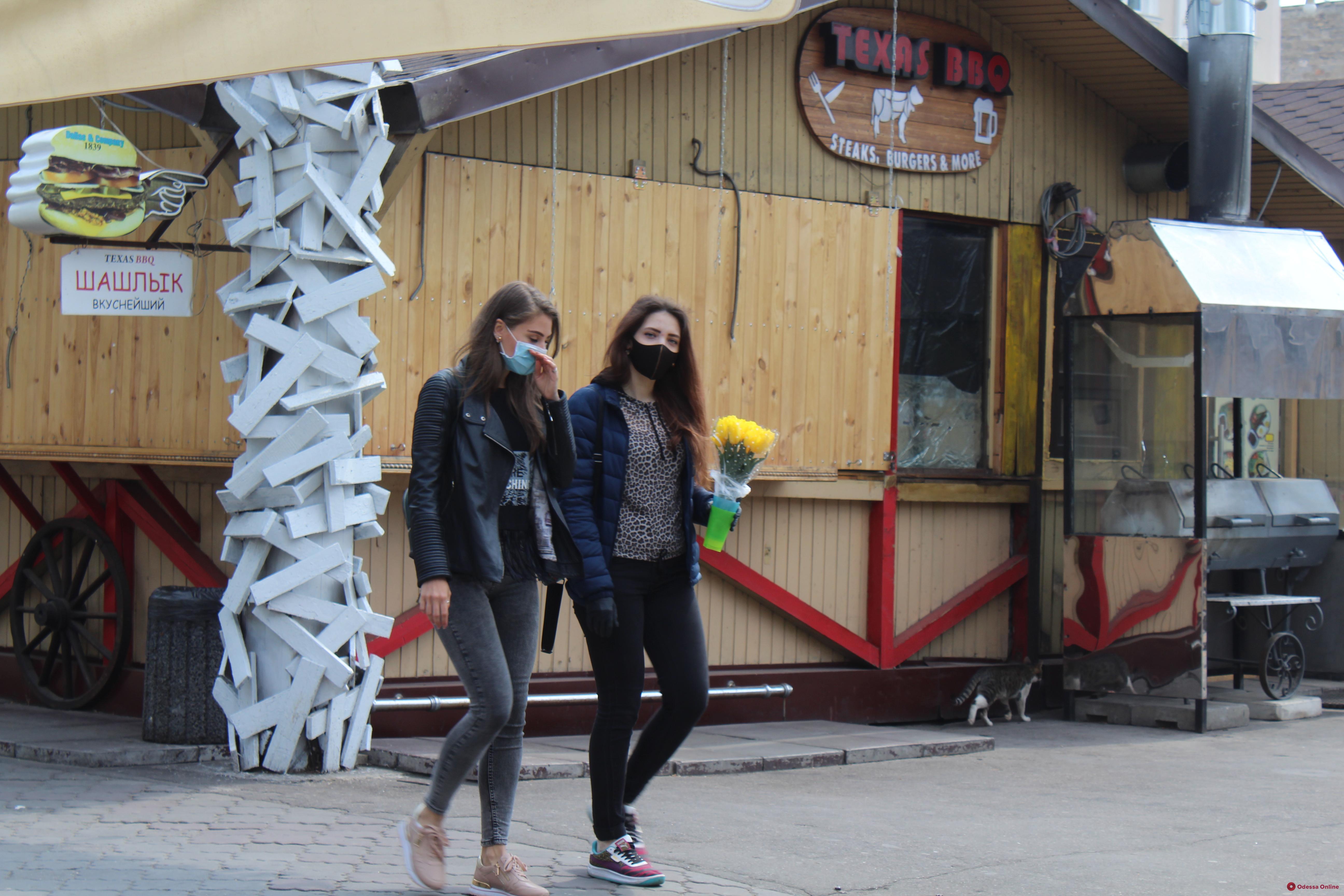 ТЦ, парикмахерские и химчистки: в Одессе с понедельника большинство заведений заработает – с соблюдением карантинных мер