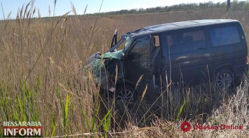 На трассе Одесса — Белгород-Днестровский перевернулся микроавтобус — пострадали два человека