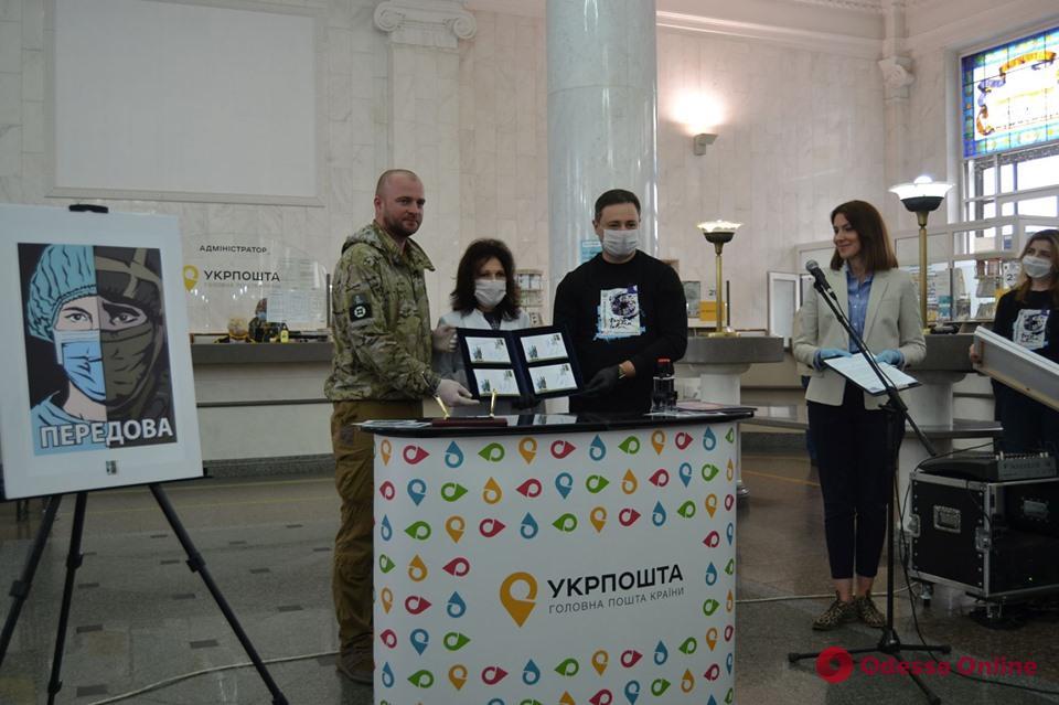 В Украине презентовали одну из первых в мире почтовых марок, посвященных борьбе с Covid-19