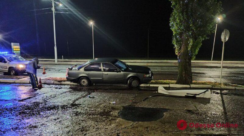 В Измаиле автомобиль протаранил топливную колонку на АЗС