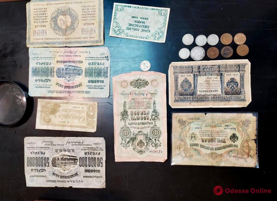 В Одесской области мужчина пытался вывезти из страны банкноты XIX-ХХ века