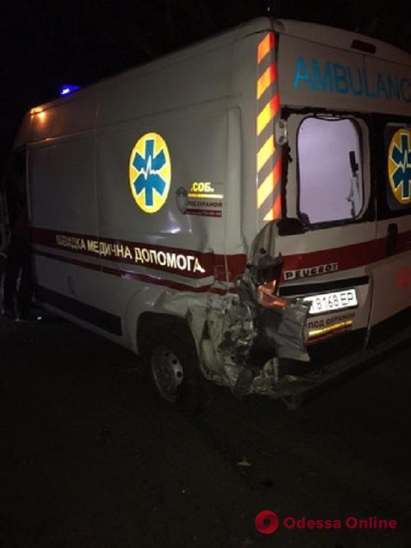 Пьяное ДТП в Черноморке: джип въехал в карету скорой помощи