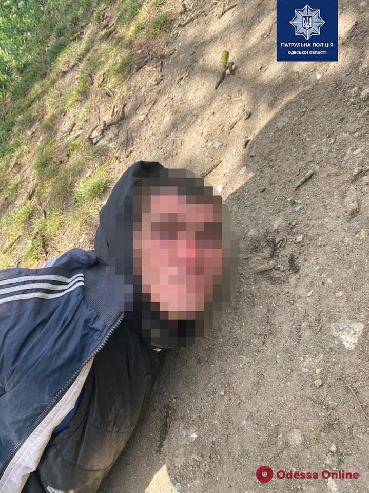 На одесском кладбище грабитель напал на женщину