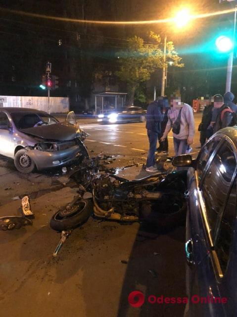 На Черемушках столкнулись мотоцикл и легковушка – оба водителя в больнице