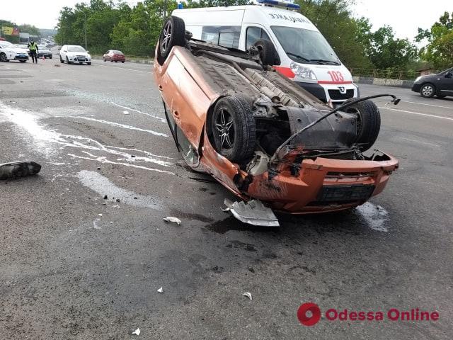 На Овидиопольской дороге перевернулся Chevrolet Aveo