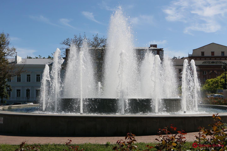 В Одессе заработали почти все фонтаны (фото)