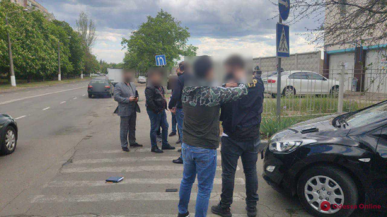 Пойманный на взятке чиновник Малиновской райадминистрации предстанет перед судом