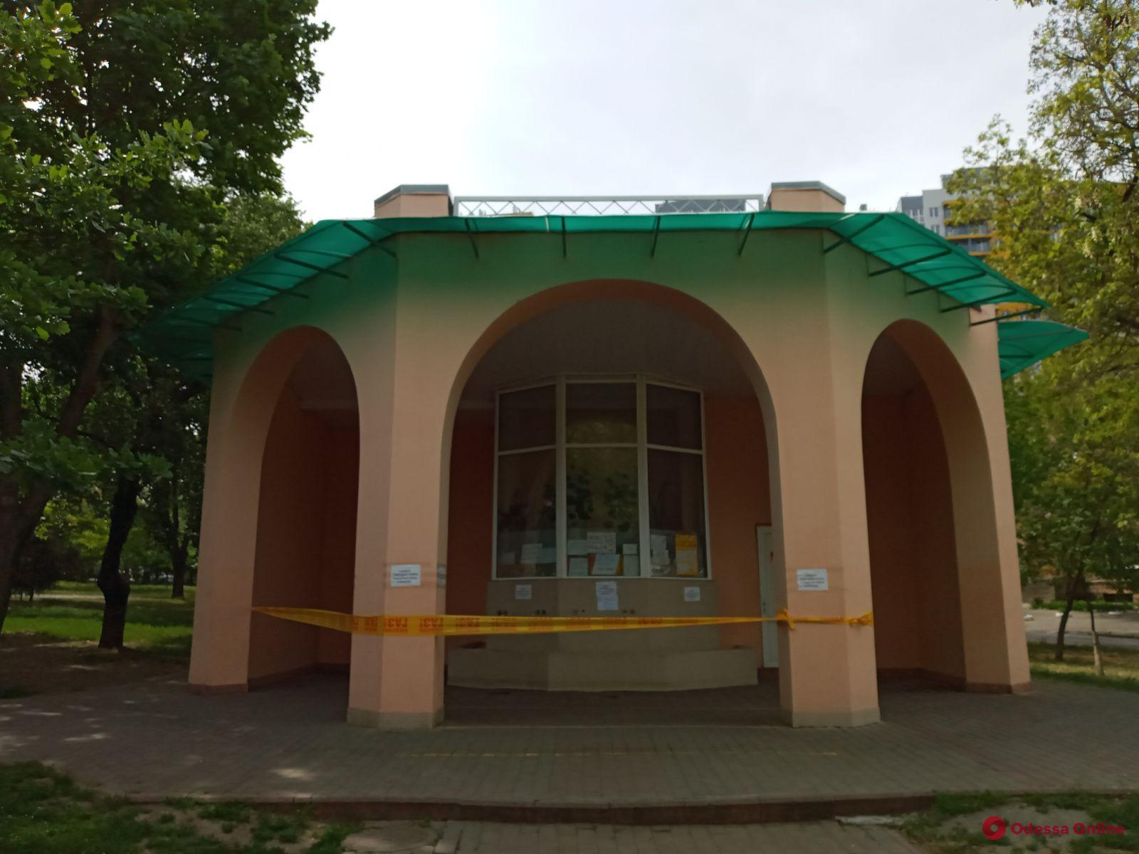 На Молдаванке неизвестные обокрали и подожгли бювет