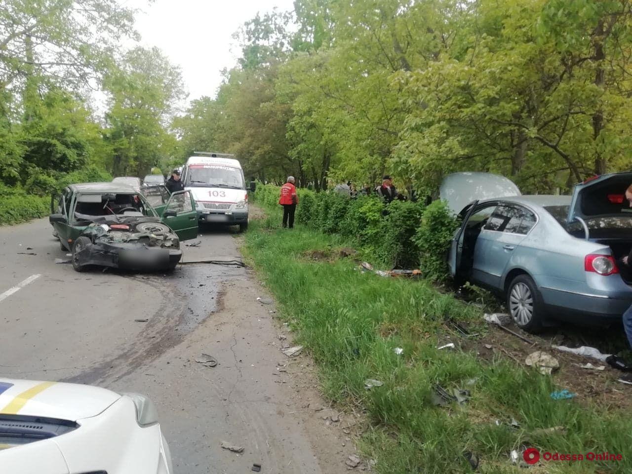 В Одессе столкнулись две легковушки — есть пострадавший