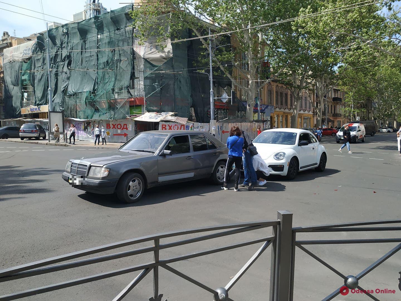 В центре Одессы «Жук» догнал «Мерседес»