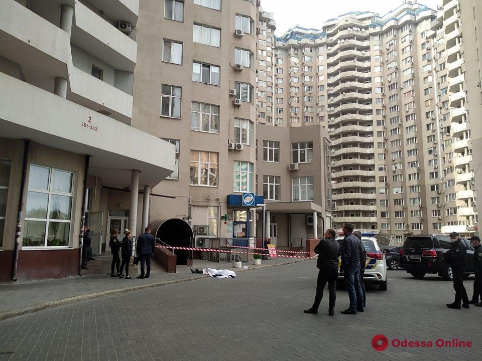 В «Чудо-городе» мужчина погиб, упав с балкона
