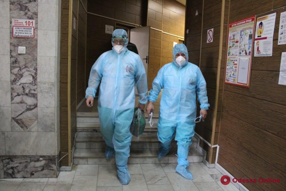 Одесским медикам, которые заболели COVID-19, выплачивают помощь из городского бюджета