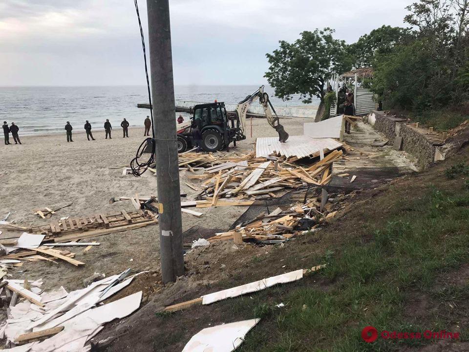 На двух одесских пляжах снесли нахалстрои