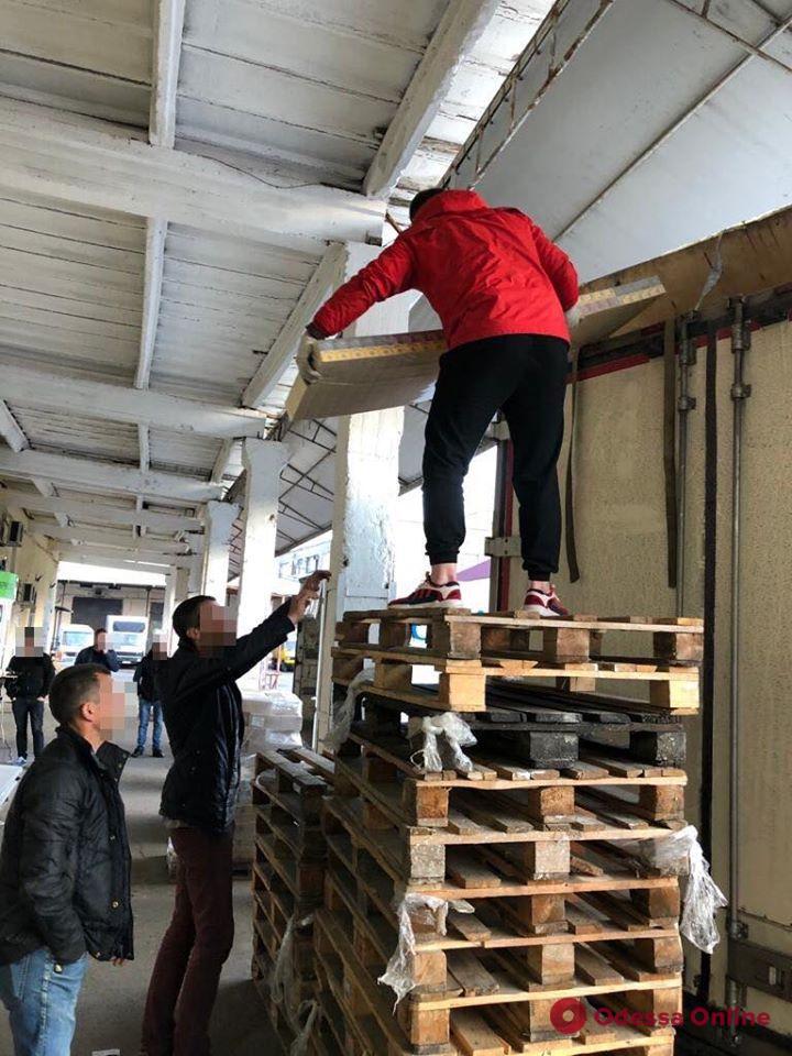 Одесская область: владелец транспортной компании организовал контрабанду сигарет