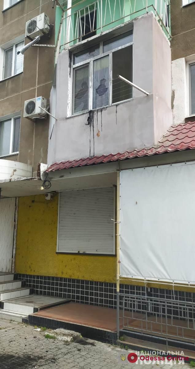В Белгороде-Днестровском неизвестный бросил в окно квартиры бутылку с горючим веществом