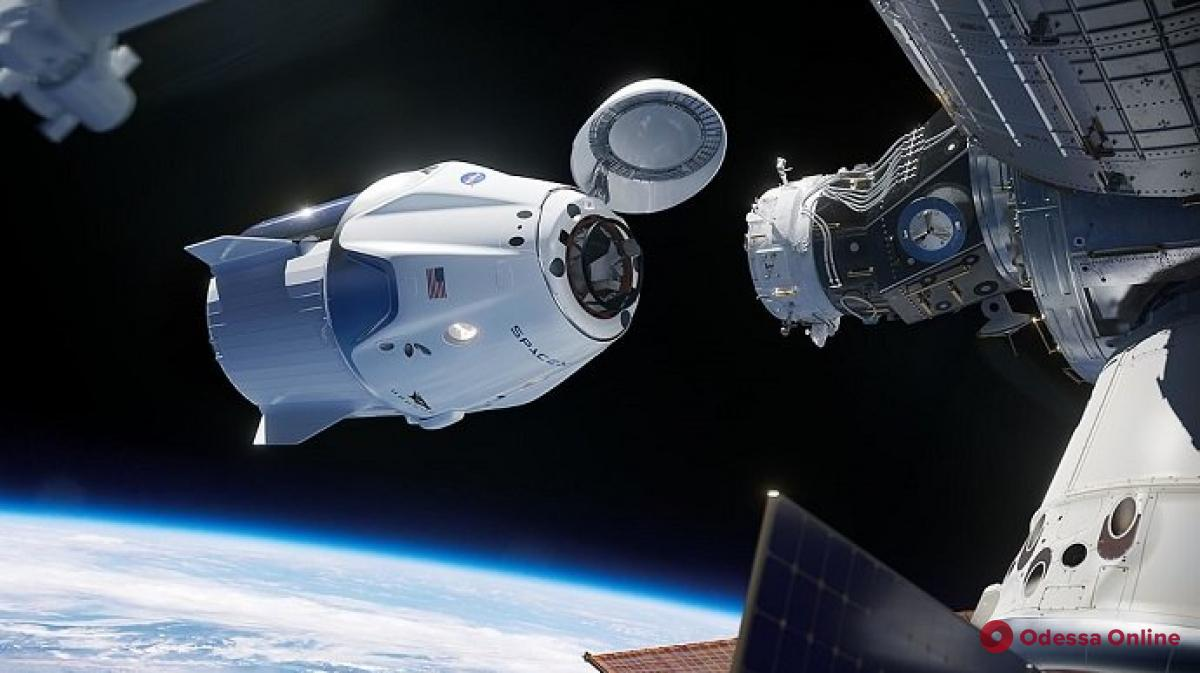 SpaceX отменила запуск Crew Dragon из-за плохой погоды