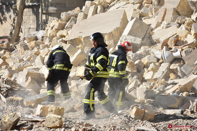 Обвал на Торговой: спасатели готовятся к демонтажу стены и крыши рухнувшего дома