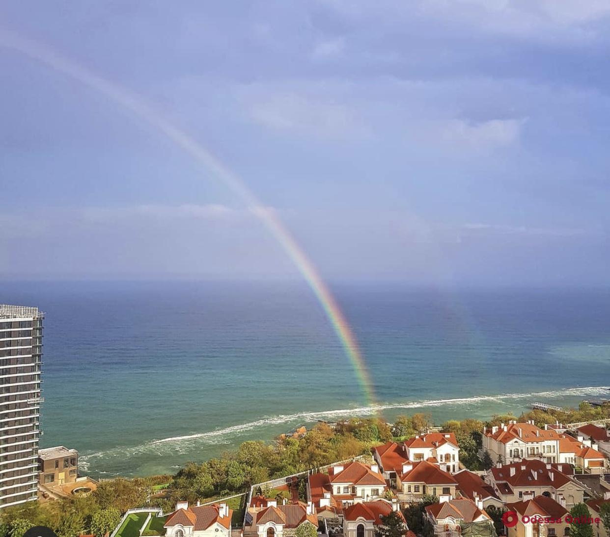 Одесситы наблюдали необычайно яркую радугу (фотофакт)