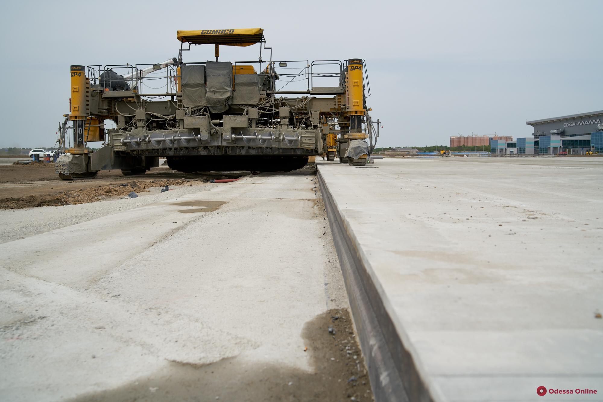 Строительство новой «взлетки» в Одесском аэропорту закончим в июне, — министр инфраструктуры