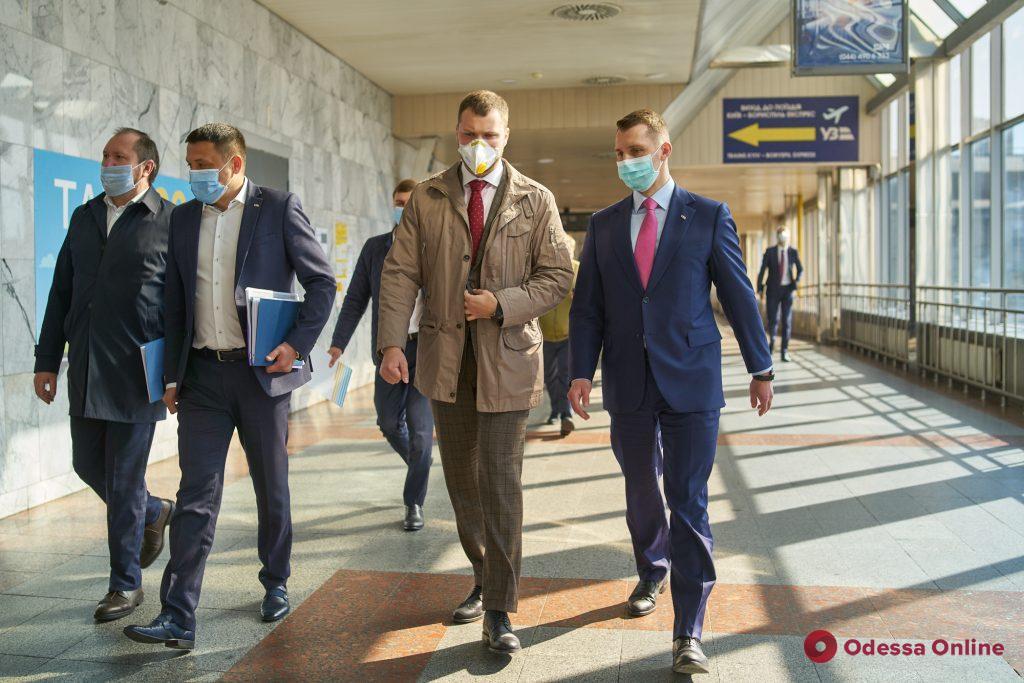 С 1 июня в Украине возобновят железнодорожные перевозки