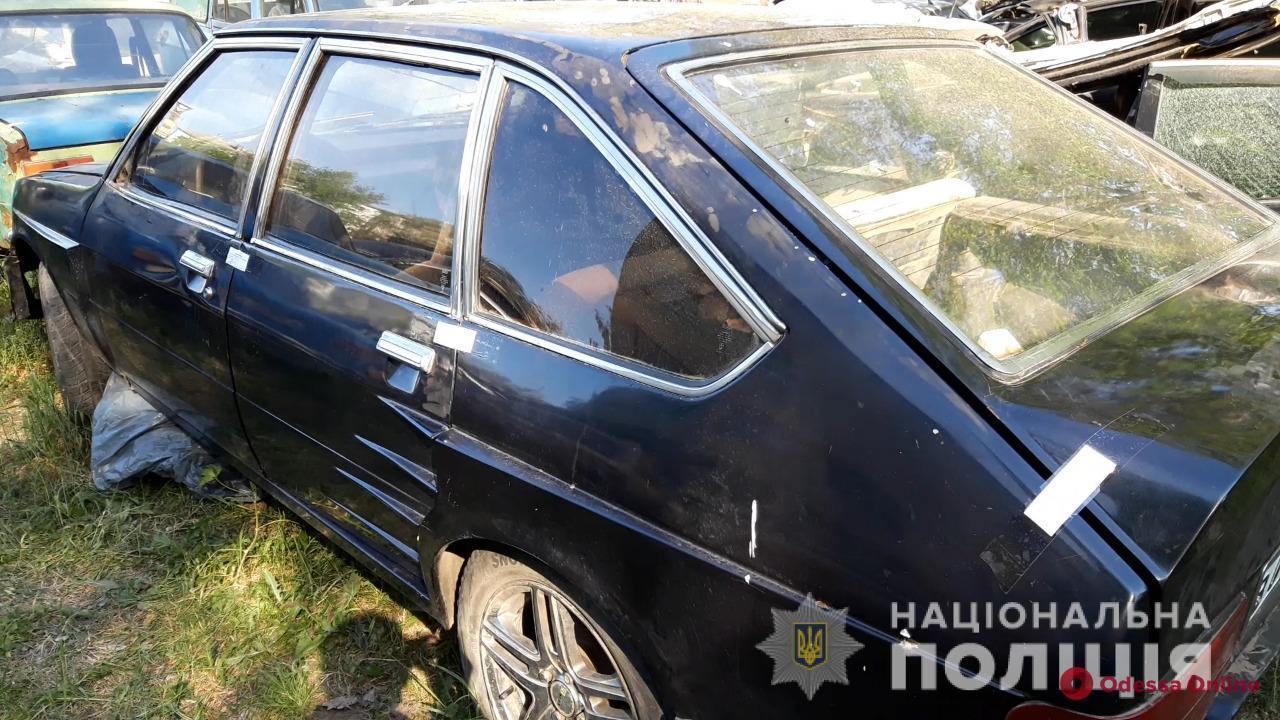 Требовали деньги и забрали авто: в Одессе по горячим следам поймали вымогателей