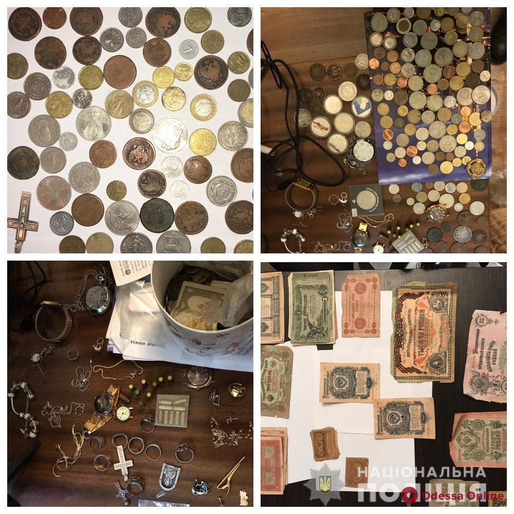 Коллекции марок и старинных монет: одесситка под видом соцработницы обворовывала беспомощных пенсионеров