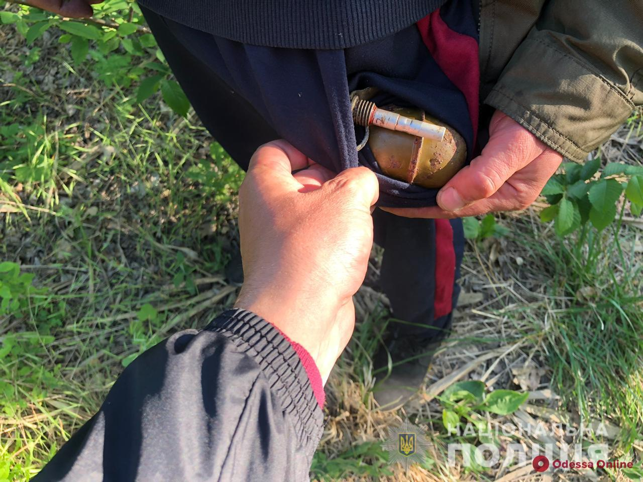 На Гребном канале местный житель глушил рыбу гранатой и петардами