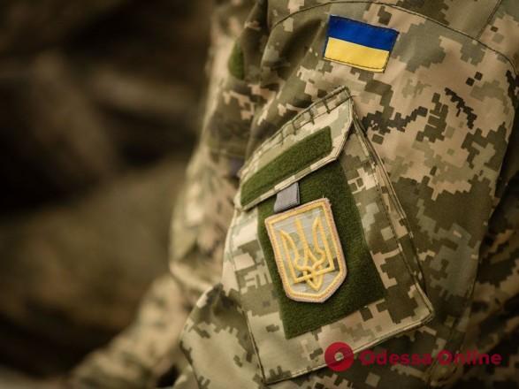 В Одессе солдат-контрактник ударил ножом сослуживца и ранил полицейского