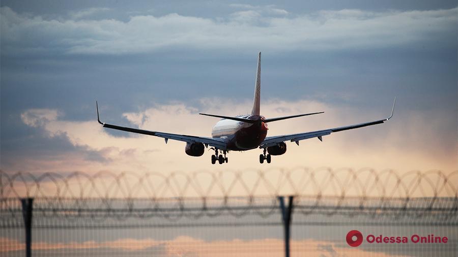 Летом полноценного возобновления международного авиасообщения не будет, – Кулеба