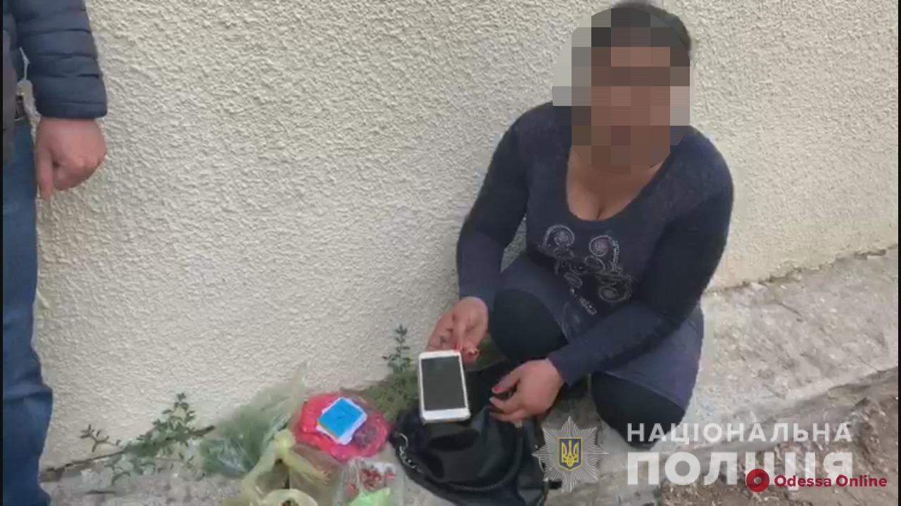 На одесском рынке поймали воровку-рецидивистку