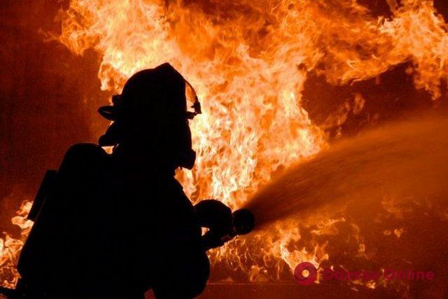 На Пересыпи вспыхнул пожар в здании магазина