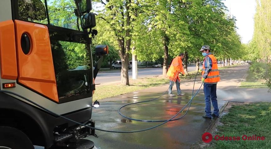 Одна машина заменяет десять дворников: в Одессе закупят новую спецтехнику для уборки улиц